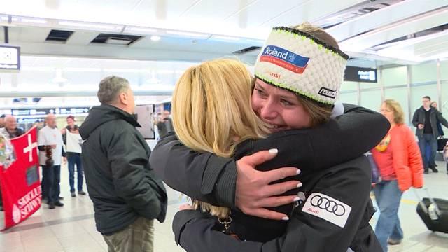 Freudentränen an Corinne Suters Flughafen-Empfang