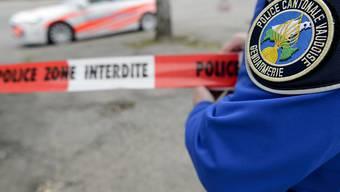 Die Polizei konnte die mutmassliche Täterin, eine 61-jährige Mutter, nach den Schussabgaben auf ihre Tochter am Donnerstag festnehmen. (Symbolbild)