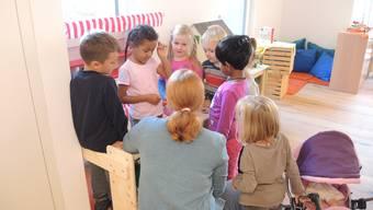 Die Kindergärtner im damals neu erstellten «Storchennest».