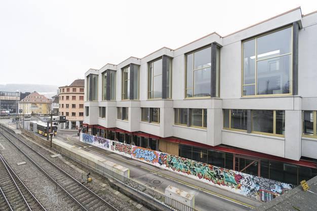 Im Erdgeschoss des Neubaus entsteht in den kommenden Wochen noch die neue Bushaltestelle Schlossberg.