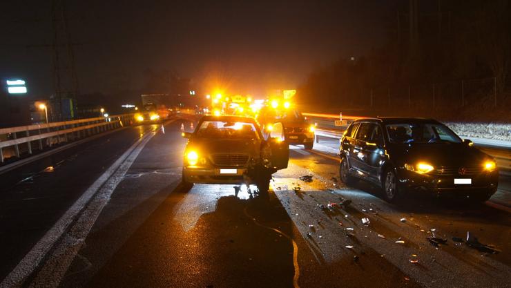 Der Sachschaden nach den mehreren Unfällen beträgt gesamthaft rund 180'000 Franken. Vier Autos erlitten Totalschaden.