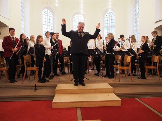 Dirigent Roman Brogli und seine Musiker kamen beim Publikum gut an