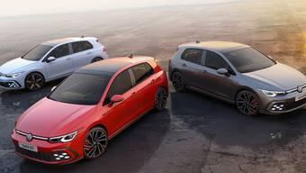 Ende dieses Jahres startet die achte Generation der GTI-Familie: GTI, GTD und GTE. Optisch wollen sie mit Details wie der farbigen Kühlergrill-Spange und karierten Sitzen im Innenraum an die ersten Modelle erinnern. Vorbestellungen sind ab Sommer möglich.