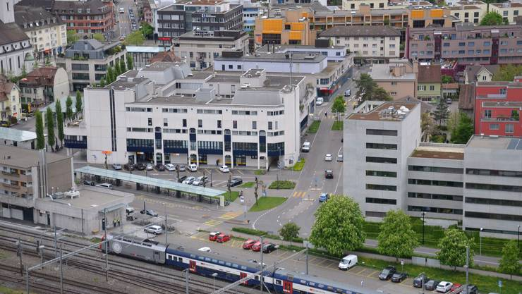 Blick aus dem Limmattower Blick über das Limmattal das Limmattal von oben Bahnhof und Stadtzentrum Dietikon - Bezirksgebäude - Busbahnhof - Stadtzentrum - Stadtkern - Postgebäude
