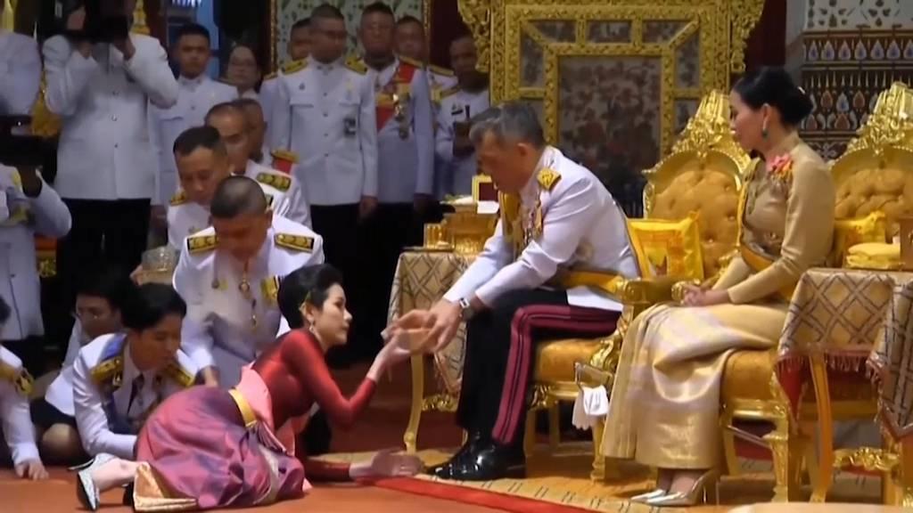 Illoyalität: Thai-König entzieht Geliebter alle Titel