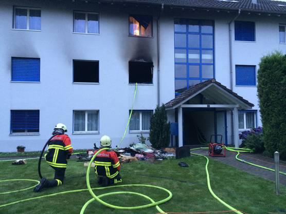Ein Zimmer brannte völlig aus. Die Feuerwehr konnte Schlimmeres verhindern.