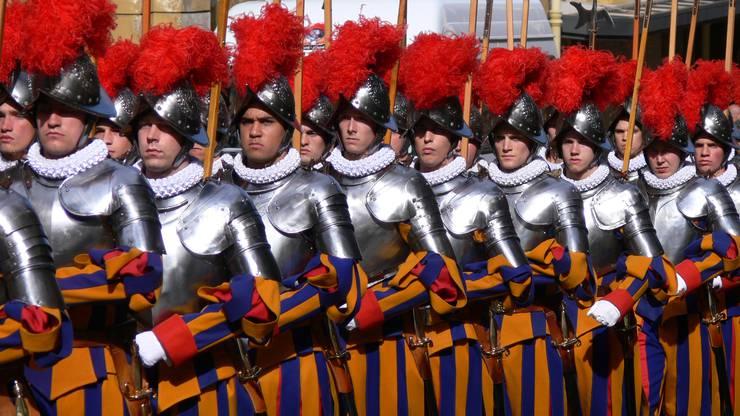 Mehr als Folklore: Die Schweizergarde ist Teil des Sicherheitskonzeptes zum Schutz des Papstes. (zvg)