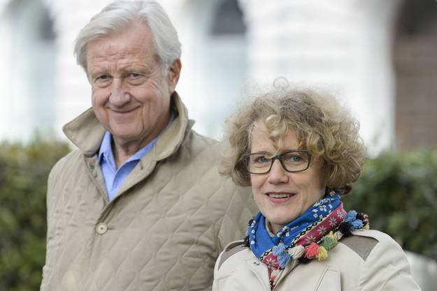 Freddy Burger, links, und Stadtpraesidentin Corine Mauch, rechts, anlaesslich der Enthuellung der Gedenkplakette
