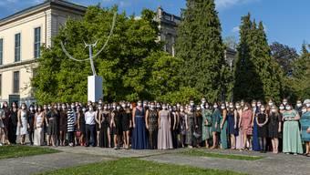 Mit passenden Hygienemasken durch anspruchsvolle Zeiten. Die 86 Diplomand/-innen der Höheren Fachschule Pflege Olten HFPO nahmen im Konzertsaal Solothurn ihre Ausbildungsbestätigungen entgegen.