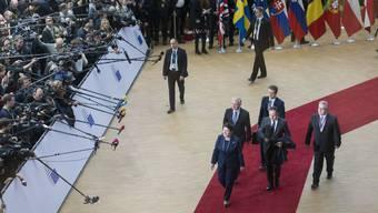Die Gegner von zu Hause treffen ein Beata Szydlo, Premierministerin Polens, bei der Ankunft in Brüssel. Landsmann Donald Tusk wurde dennoch bestätigt.
