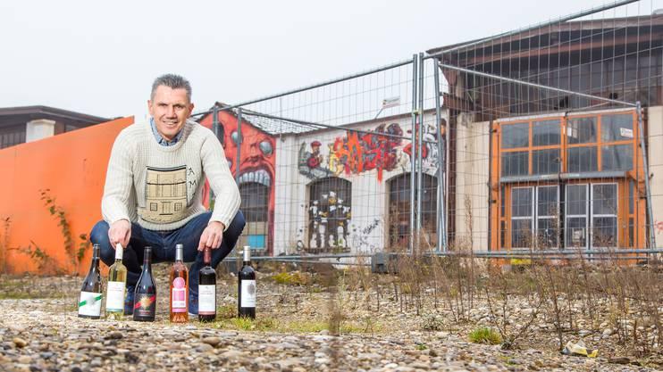 Weinhändler und Ex-Stürmerstar Petar Aleksandrov vor dem Areal im Torfeld Süd, wo dereinst das neue Stadion stehen soll.