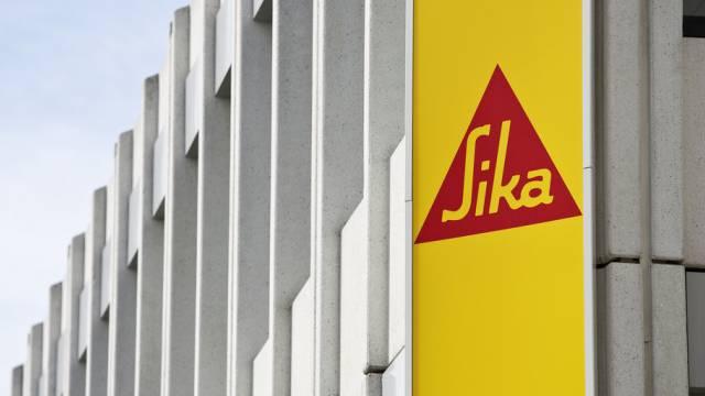 Das Sika-Logo am Firmensitz in Baar (Archiv)