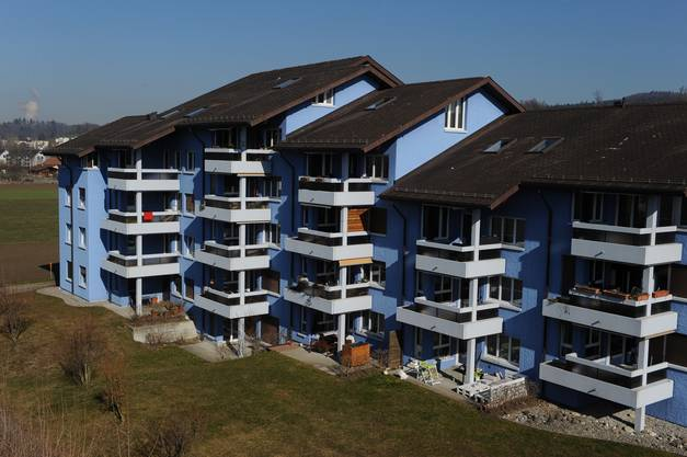 Das Mehrfamilienhaus in Brittnau hatte immer schon eine blaue Fassade, 2013 wurde sie erneuert, am blauen Farbton hielt man fest.