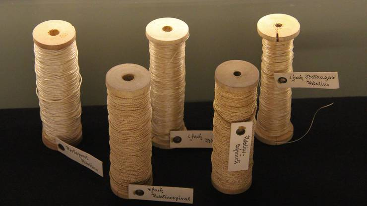 Pedaline-Manilahanffaser, umwickelt mit Cellophan, wurde in der Firma Jacob Isler & Co in Wohlen erfunden.