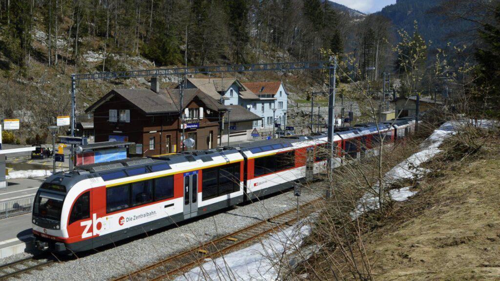 Ein Zug der Zentralbahn 2013 am Bahnhof Brünig. (Archivbild)
