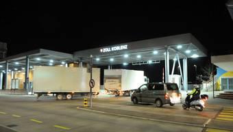 Grenzübergang Koblenz: Viel Verkehr nach der teilweisen Sperrung. (Bil vom Montag, 16. März 2020)
