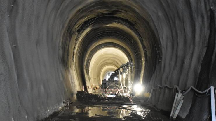 Bei einem Arbeitsunfall im Bahntunnel in Giarsun im Unterengadin ist ein  40-jähriger Tunnelarbeiter tödlich verletzt worden.