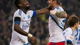 Noch einmal gut gegangen: Johan Djourou (links) und Pierre-Michel Lasogga können aufatmen. (Archivbild)