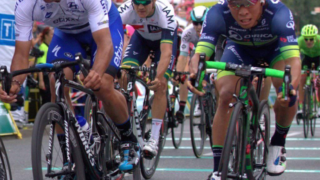 Grösster Karriereerfolg für Caleb Ewan (ganz rechts): Der 22-jährige Australier vom Team Orica gewinnt das World-Tour-Rennen in Hamburg im Sprint (Archivbild)