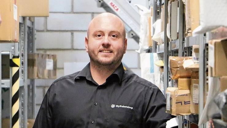 Rund 6000 Pakete hat Simon Kühn, Inhaber vom «MyPaketshop», derzeit auf Lager.