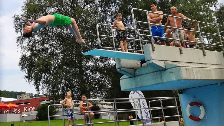 Besonders beliebt bei den jüngeren Badegästen ist der Springturm.