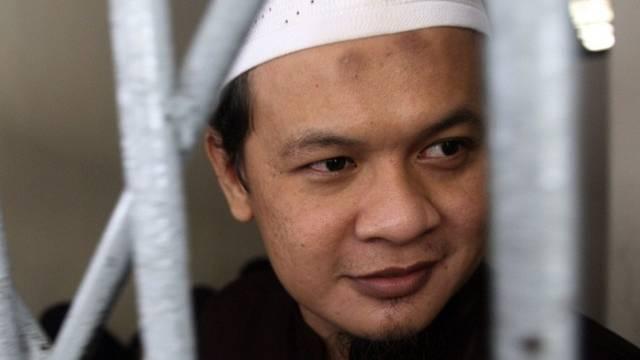 Der angeklagte Sunata in einer Zelle im Gericht