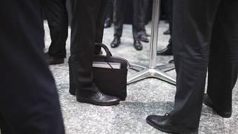 Männer meist noch unter sich: In den Verwaltungsräten der grössten Schweizer Firmen ist der Frauenanteil nur geringfügig von 23 auf 24 Prozent angestiegen. (Symbolbild)