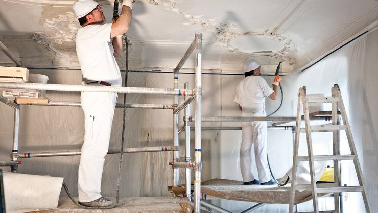 Restauratoren der Firma fontana+fontana arbeiten an einem Fresko im Kloster Fahr