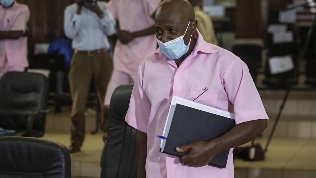 ARCHIV - Paul Rusesabagina, der den Film «Hotel Ruanda» inspiriert hat und dem nachgesagt wird, er habe mehr als 1000 Menschen das Leben gerettet, bei seiner Gerichtsverhandlung. Foto: Muhizi Olivier/AP/dpa