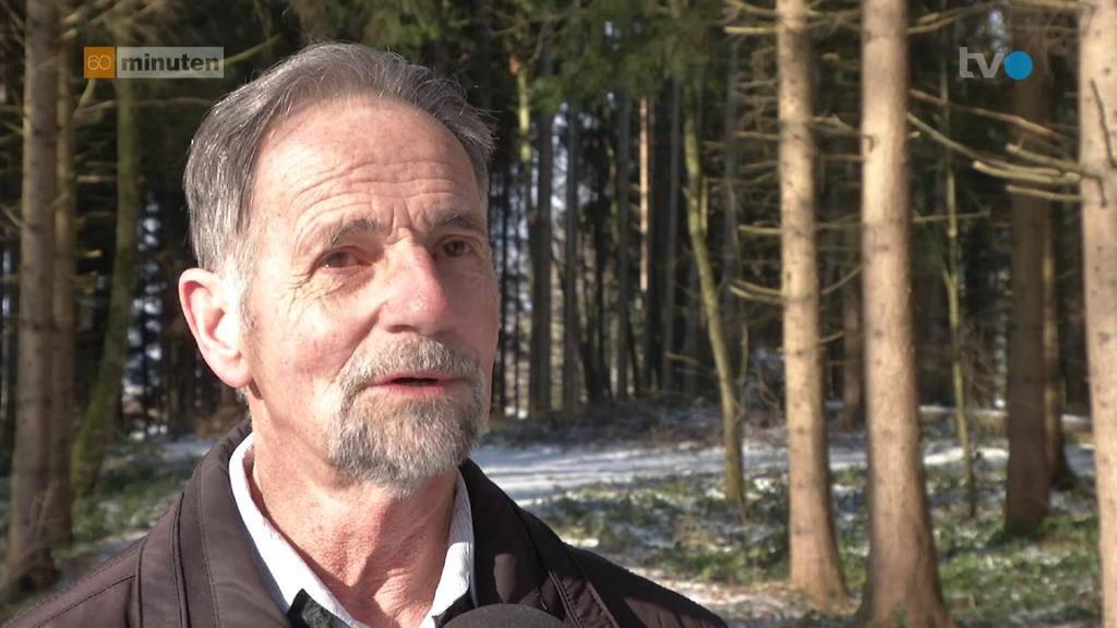 ...Ex-Polizist Roger Sutter unterstützt ihn dabei. (© Screenshot/TVO)