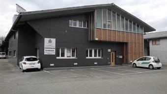 Die Jobangebote an der Firmenfassade der Renus Group AG in Wallbach sind überholt: Die Firma ist insolvent.