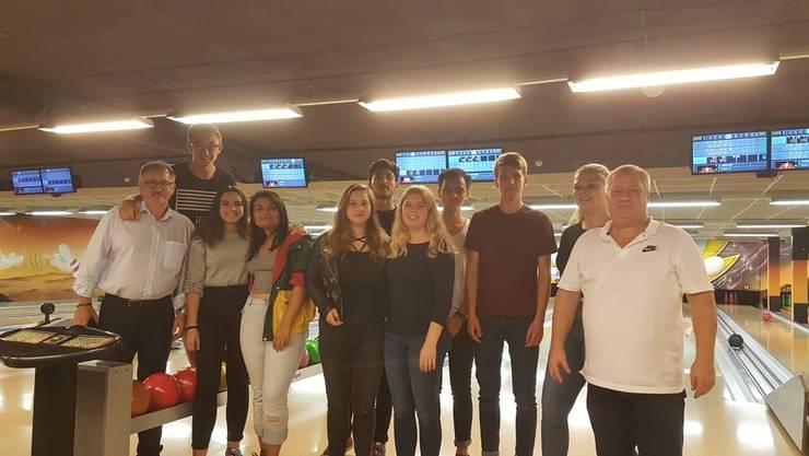 Die Jungbürger wurden zu einem Bowlingspiel in Trimbach eingeladen