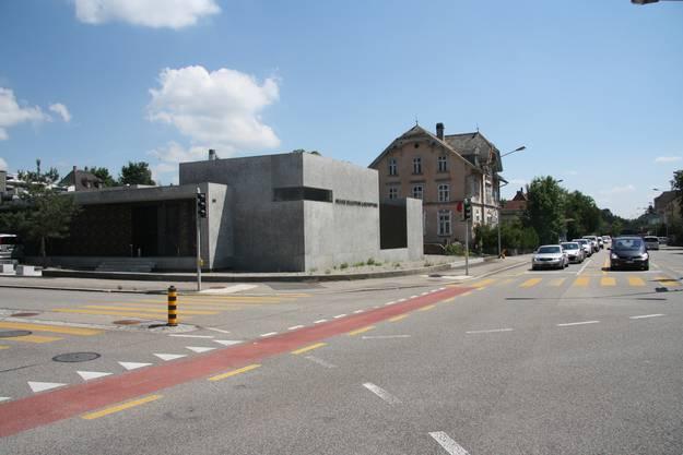 Das schlichte Gebäude wertet die Stadteinfahrt von Solothurn auf