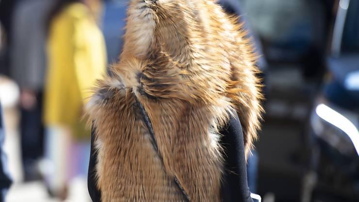 Für den Laien ist es oft schwierig zu erkennen, ob ein Pelz echt ist oder nicht. Mit der Präzisierung der Pelzdeklarationsverordnung wird aber nun nach Einschätzung des Schweizer Tierschutzes die geltende Regelung verwässert. (Archivbild)