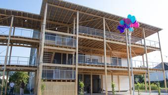 Das neue Gymnasium Uetikon soll keine Kulturräume für die Öffentlichkeit erhalten. So will es der Kantonsrat. Im Bild das Provisorium, das Platz für rund 100 Schülerinnen und Schüler bietet. Es wird bis zum Bezug des neuen Gymnasiums in Betrieb sein.