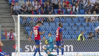 Basels Spieler verstehen nach dem Gegentor zum 1:2 in der 94. Minute die Welt nicht mehr