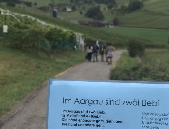 «Im Aargau sind zwöi Liebi»: Von Aargau Tourismus erhält Bisang eine Challenge für den Abschluss-Event.