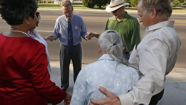 Gegner der Todesstrafe beten nach der Hinrichtung in Oklahoma