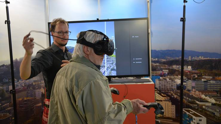 An der Svit-Immobilienmesse konnten die Besucher das digitale Limmattaler Stadtmodell ausprobieren.