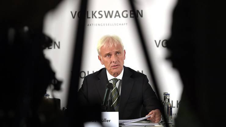 Matthias Müller verspricht Klärung, während die Börsen VW abstrafen (Archivbild).