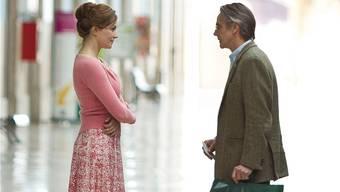 Mariana (Martina Gedeck) trifft Raimund Gregorius (Jeremy Irons). Frenetic Films