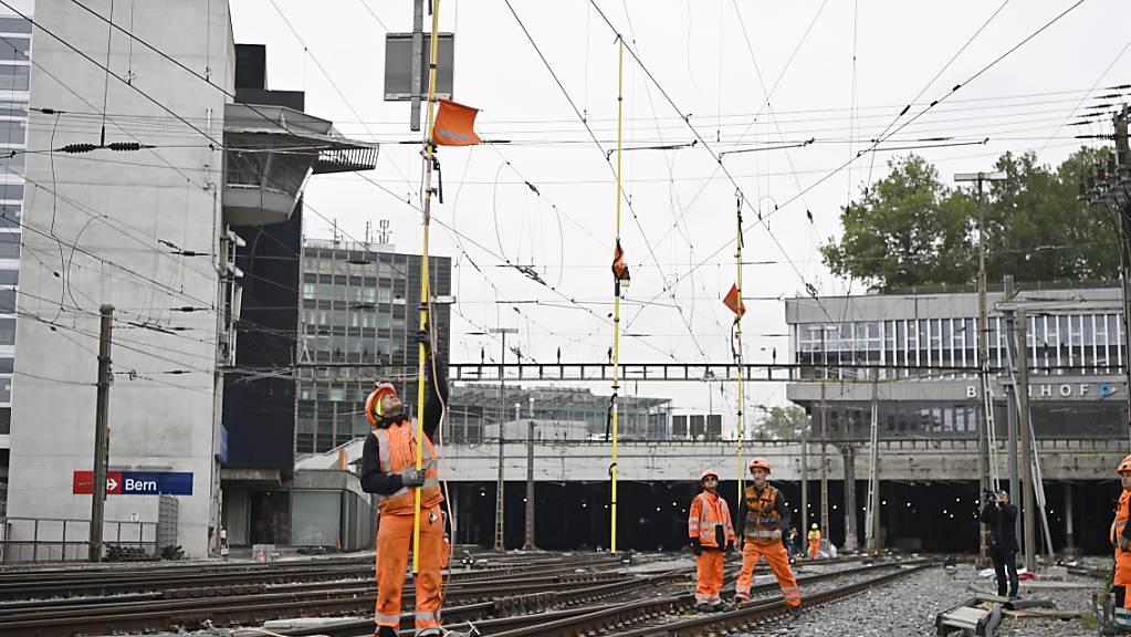 Die Reparaturarbeiten an den Fahrleitungen dauerten bis am späten Freitagnachmittag.