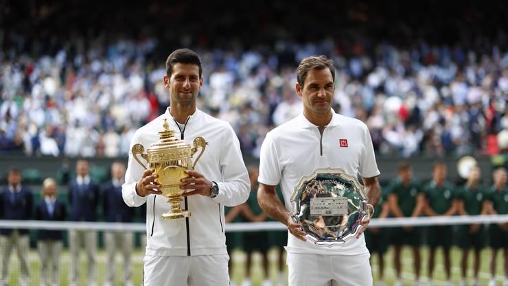 Sieger Novak Djokovic (l.) und Roger Federer.