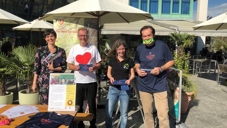 Für den guten Zweck waren im Einsatz (von links): Clara Stracuk von Horyzon, Hugo Saner von der Herzstiftung Olten sowie Andrea Zimmermann und Klaus Kaiser vom Lauf-OK.
