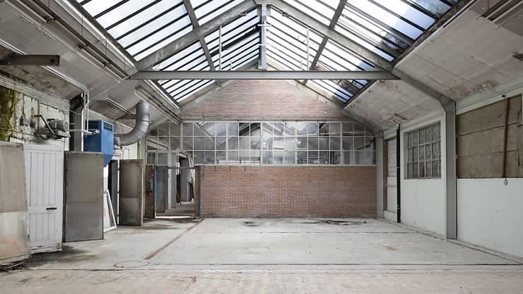 Der Kanton Aargau prüft ein kantonales Investitionsprogramm, damit es nicht mehr leere Fabrikationshallen gibt. (Symbolbild)