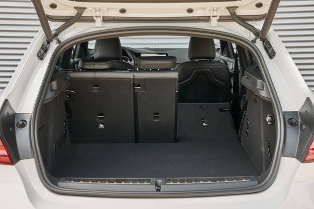 Der Kofferraum wächst um 20 Liter. Die Rücksitzbank ist serienmässig 60:40 % unterteilt.