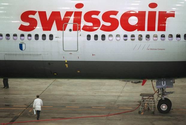 Ein Flugzeug der swissair. Die Fluggesellschaft muss ihre Maschinen am Boden halten.