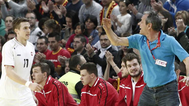 Nationaltrainer Rolf Brack will mit seinem Team gegen Frankreich so gut wie möglich dagegenhalten.