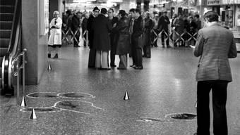 Die Spuren am Boden im Shopville des Bahnhof Zürich zeugen im November 1979 von der tödlichen Verfolgungsjagd zwischen RAF und Schweizer Polizei. Keystone