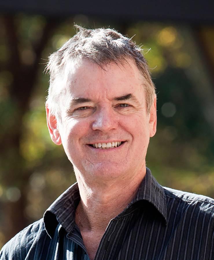 Der neuseeländische Bildungsforscher John Hattie hat in einer Studie mit mehr als 800 Metaanalysen – die wiederum 50 000 Einzelstudien zusammenfassen – untersucht, was guten Unterricht ausmacht. Insgesamt waren an den Untersuchungen 250 Millionen Schüler beteiligt. Sein Buch «Visible Learning» (2008) liefert die umfangreichste Darstellung der Unterrichtsforschung. Hattie verbreitert seine Datenbasis ständig mit neuen Er-hebungen. Er erkennt über 250 Einflussgrössen, bekannt als «Hattie-Ranking» oder «Hattie-Faktor». Sie geben einen Hinweis darauf, welche Faktoren das Lernen hemmen und welche es fördern. Hattie ist Professor an der Universität Melbourne und leitet das Institut für Bildungsforschung. (yno)